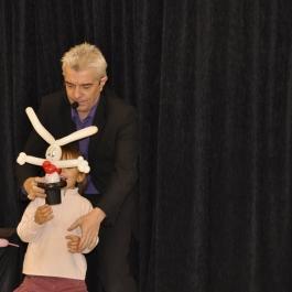 spectacle-noel-enfant-sculpture-sur-ballons-magicien-lapin