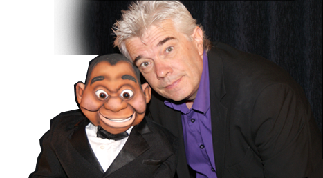 Sylvain Gerard et une marionette pour spectacle ventriloque